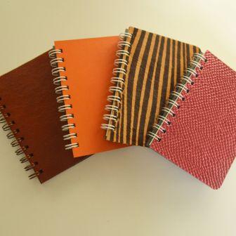 Oficina de cadernetas em couro. Fuzina Oficinas. Fuzina encadernações.